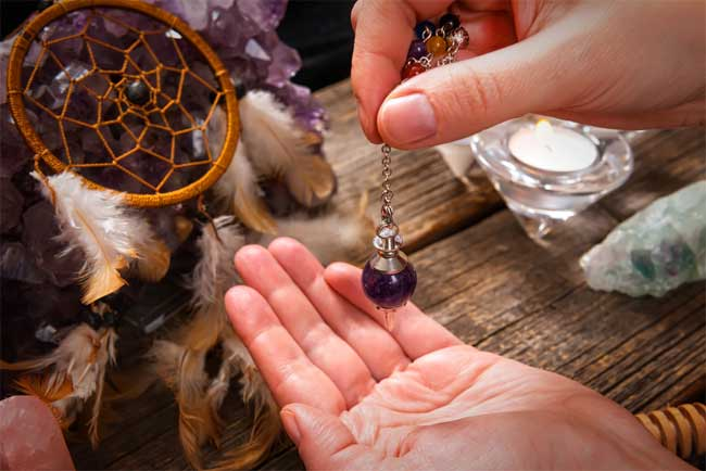 how do psychic readings work