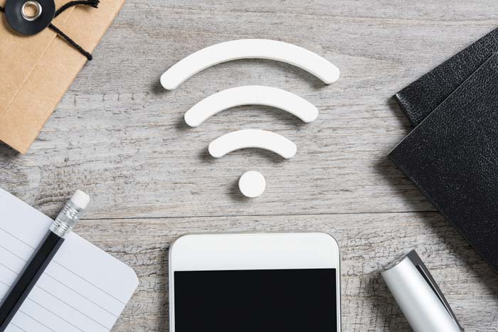 How does a Wi-Fi range extender work