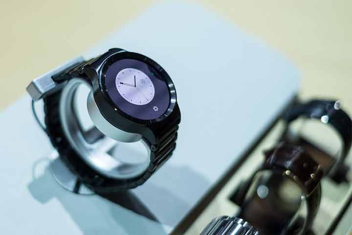 Company Mode- A feature that gives the user the freedom to use the smartwatch as per need
