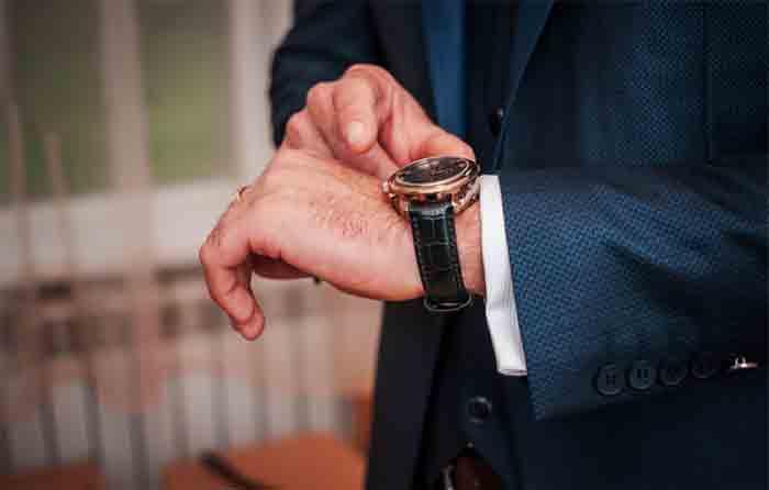10-Tips-for-Adjusting-Your-Watchband-Length